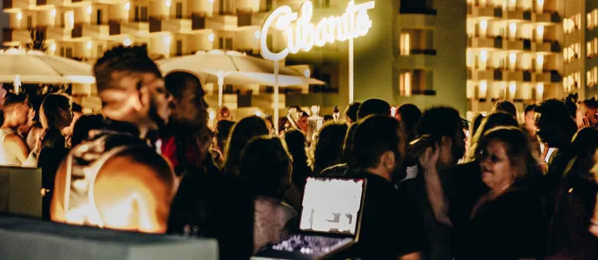Bewegen Sie Ihre Hüften im Malecon von Cubanito Ibiza