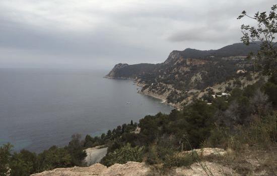 Decenas de evacuados por mar en es Cubells a causa de la lluvia en Ibiza