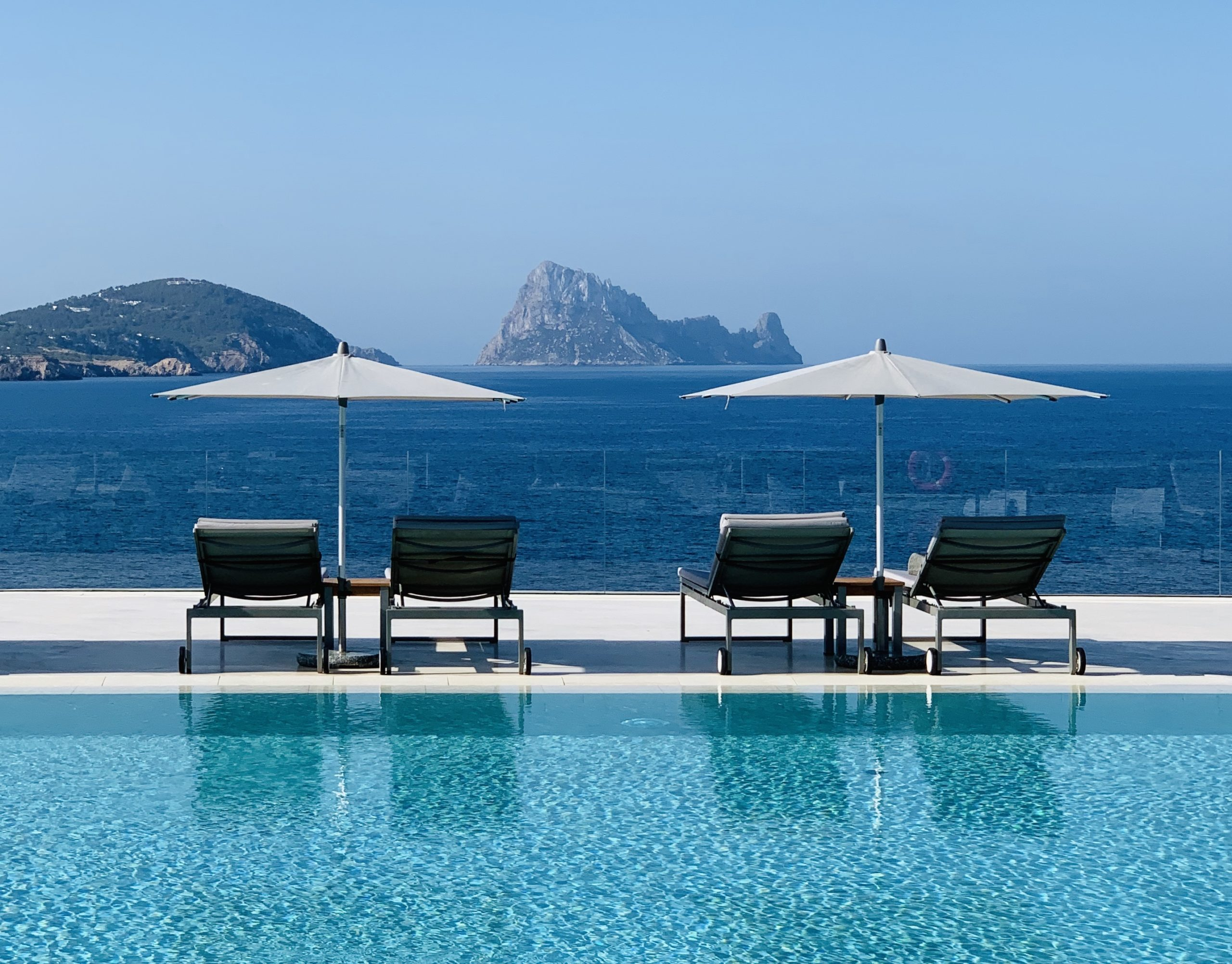 Infinity Pool Bar 7Pines Kempinski Ibiza 2020 02