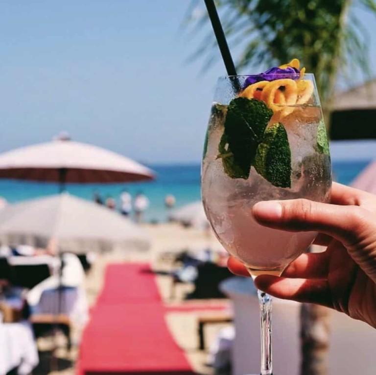 Comida de Año Nuevo frente al mar en Nassau Beach Club Ibiza