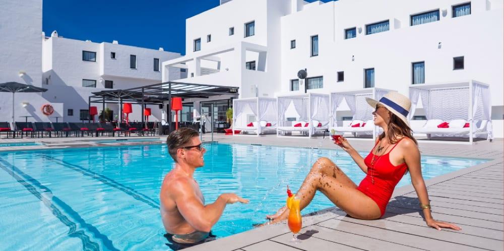 Restaurantes con piscina en Ibiza 01