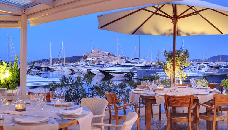 Что ты хочешь сегодня съесть? Выберите один из лучших тематических ресторанов на Ибице!