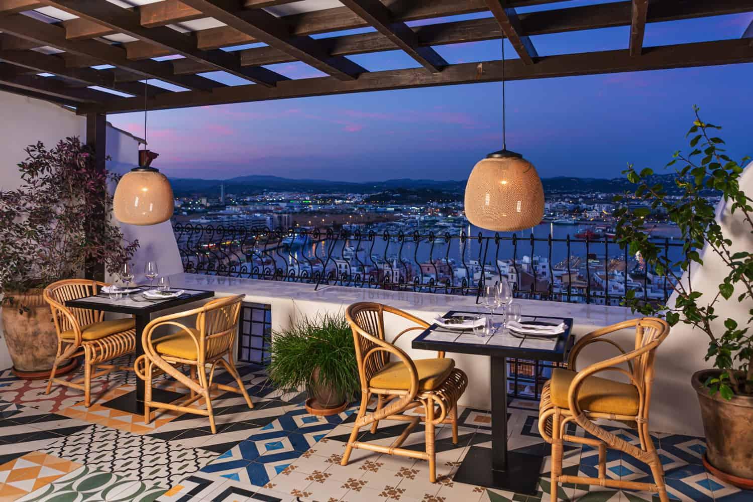 Restaurantes con terraza en Ibiza para momentos inolvidables Magazine