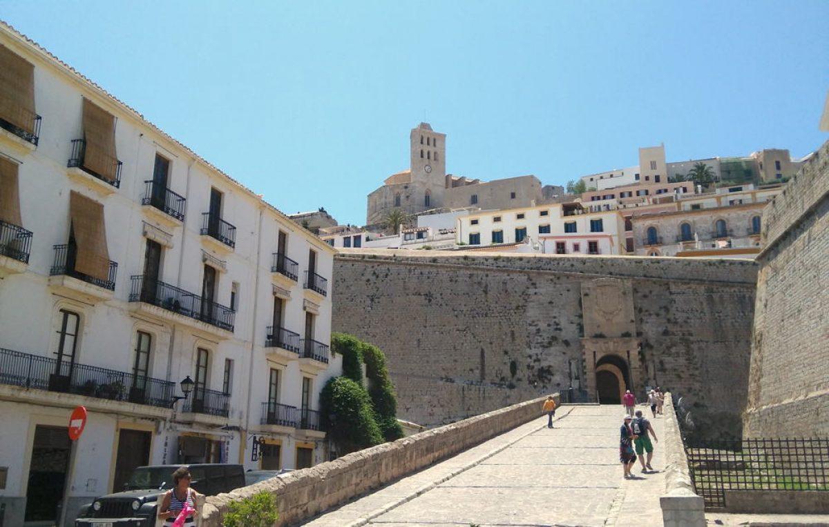 Portal-de-ses-Taules-Dalt-Vila-Ibiza-01-5.jpg