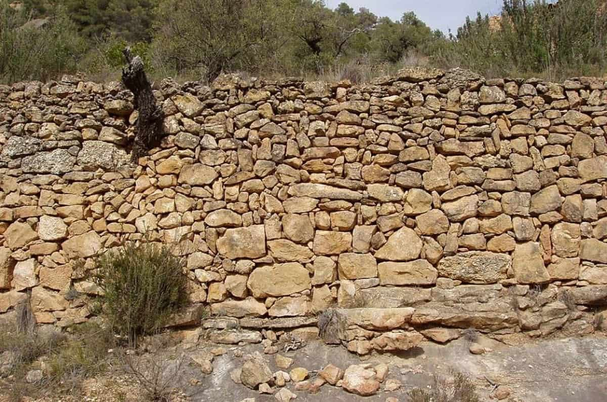 dry-stone-wall-ibiza-welcometoibiza