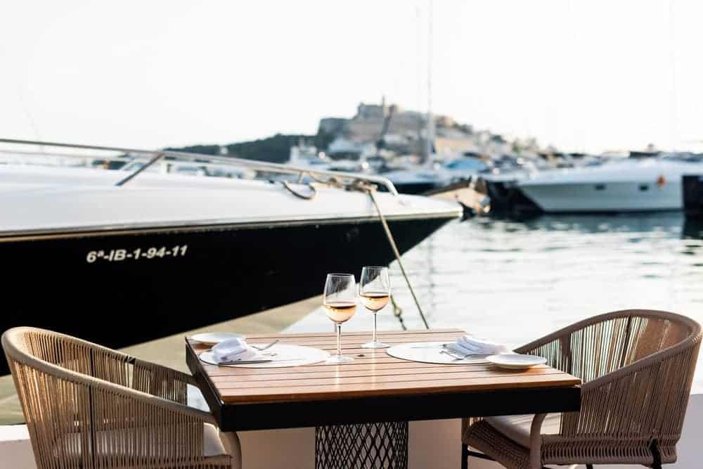 IT Ibiza - Restaurante y sala de fiestas en Marina Botafoch, Ibiza