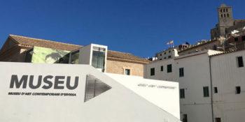 Mace-Ibiza-Museum-für-zeitgenössische-Kunst-Ibiza-Willkommensgruß
