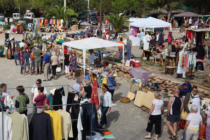 Market of Cala Llenya