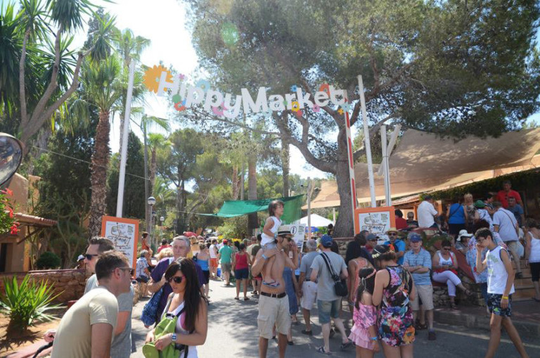 Opening van de Es Canar Hippy Market op woensdag