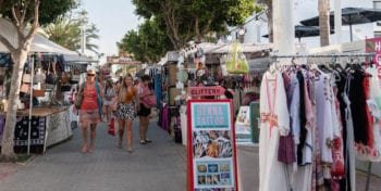 mercadillo-hippy-market-playa-den-bossa-ibiza-welcometoibiza