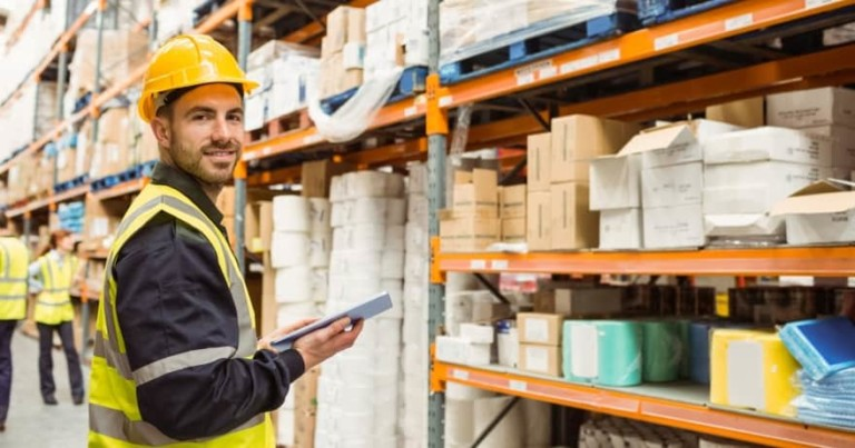 Работа на Ибице 2018: компания ищет складского дежурного