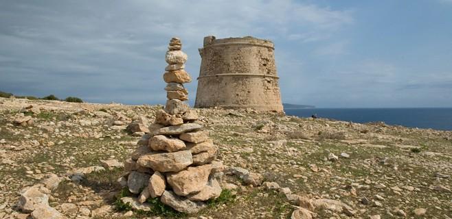 Silvester: Keine Steine an den Küsten Ibizas stapeln