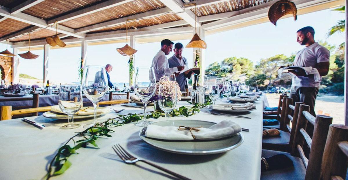 Рестораны, которые уже открыты по всему острову Ибица