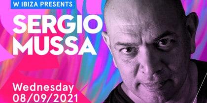 Sergio Mussa setzt den Sonnenuntergang von W Ibiza Fiestas