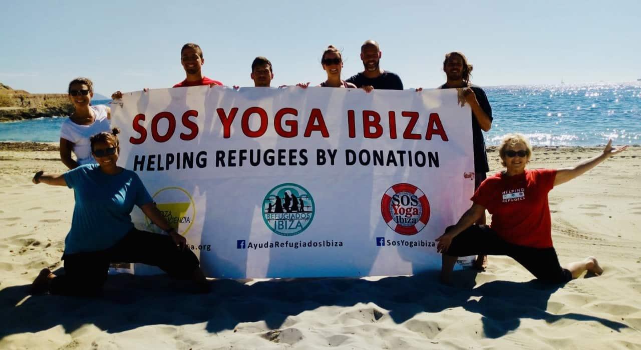 Nueva clase de yoga solidario en la playa