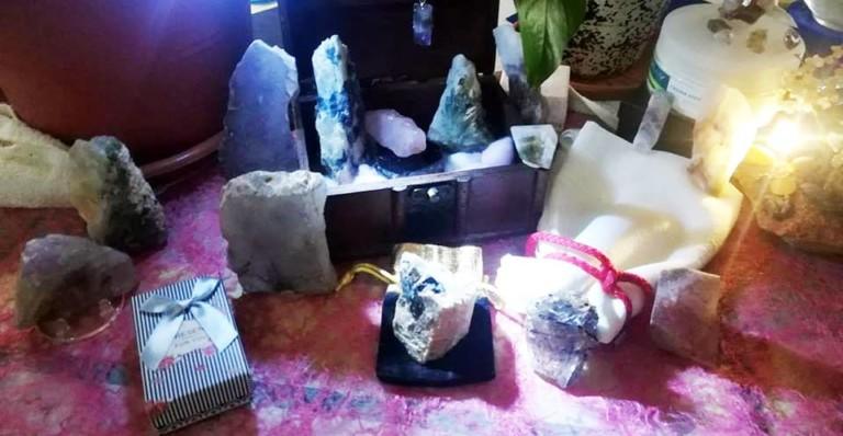 Descobreix el poder dels cristalls en Holistic Borboleta Aeroyoga