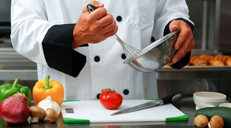 Работа на Ибице 2018: разыскиваются помощники повара и официанты